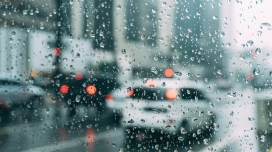 Alagamentos e enchentes: saiba como passar com seu carro sem prejuízos